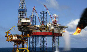 Oil prices fall as oversupply worries return