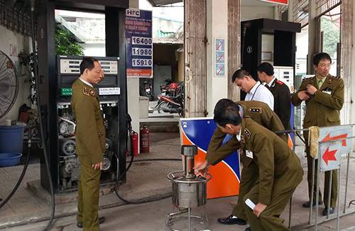 fraud-by-remote-control-at-hanoi-petrol-station