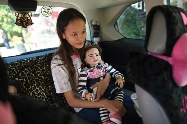 lucky-or-chucky-thai-spirit-dolls-delight-and-disturb-1
