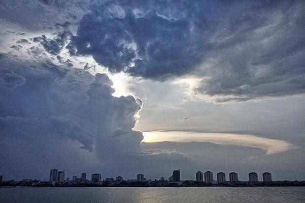 photographers-eye-sky-over-west-lake