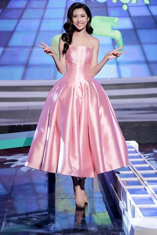 Runner-up of Miss International 2015, Thuy Van in pink pastel tutu-styled dress.