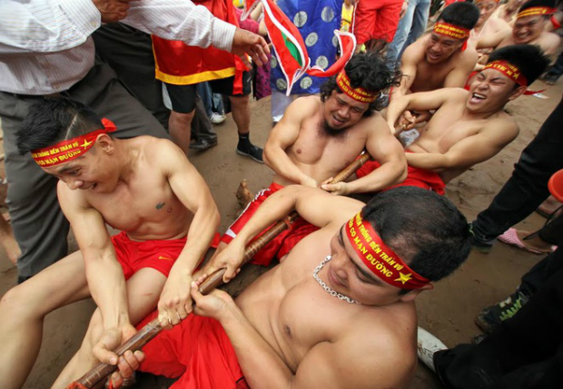 However its a game between three hamlets, the people from the whole village all wish the victory for Duong hamlet team. According to ancient customs, Duongs victory means prosperity and health for everybody.