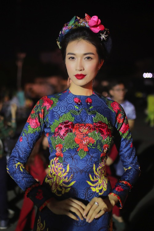 Second runner-up of Vietnams Miss Universe 2015 Le Hang showed it off with meticulously embroidered aodai by designer Thuy Nguyen.