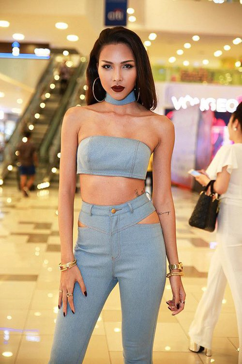 Denim lent a sense of sexiness and sporting model Minh Trieus outfit.