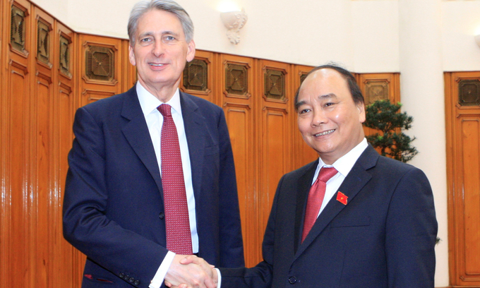 New Vietnam PM praises G7 statement, discusses East Sea issue with U.K. foreign secretary