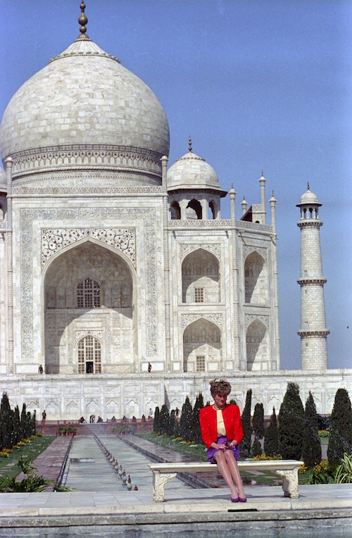 In Princess Diana's footsteps, William and Kate visit Taj Mahal