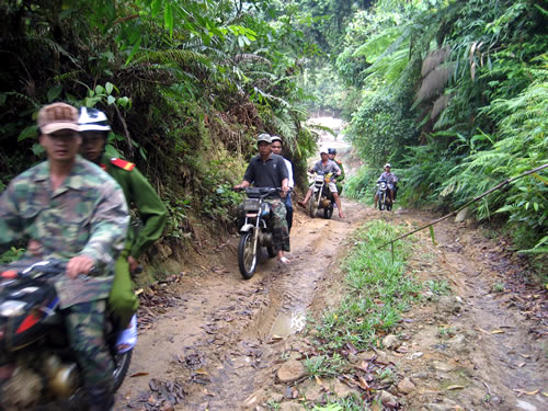 gold-miners-battle-death-of-gun-and-hiv-in-central-vietnam-2