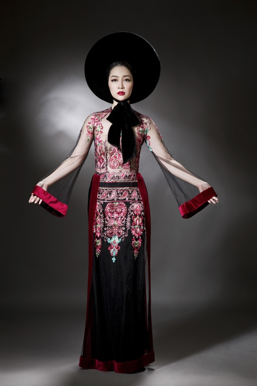 latest-collection-of-ao-dai-challenges-perception-of-tradition-with-see-through-details-5