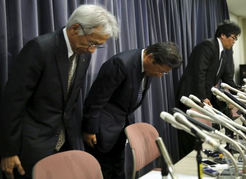 automaker-mitsubishi-dives-15-on-faulty-emission-tests