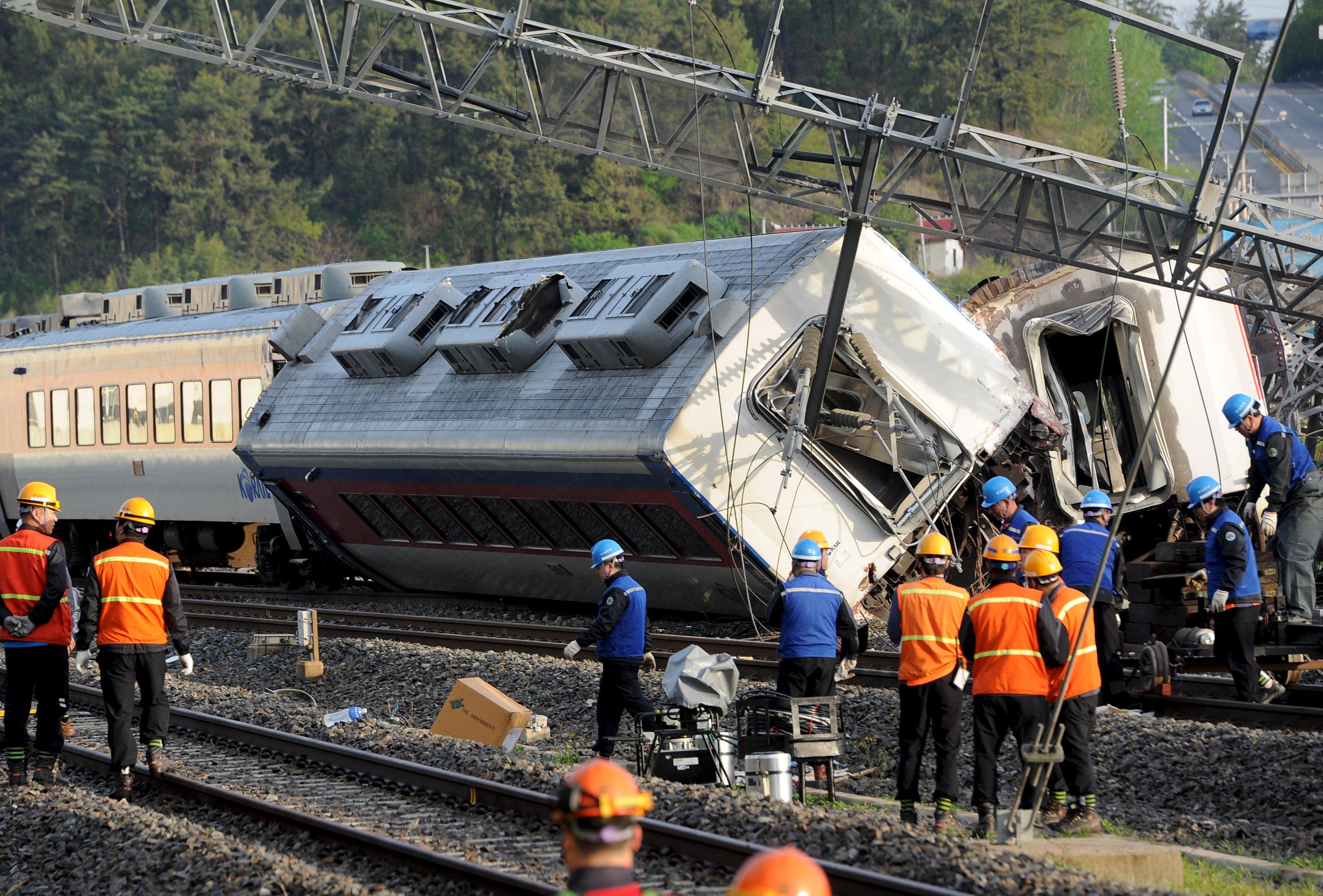 S.Korea train derails killing engineer, injuring 8