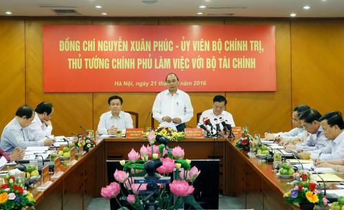 PM: Vietnam targets to control budget deficit, public debt