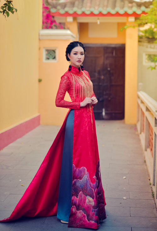 Having breathed in the Imperial Citys air for a long time, Khanh Shyna understands the nature of the ao dais beauty.