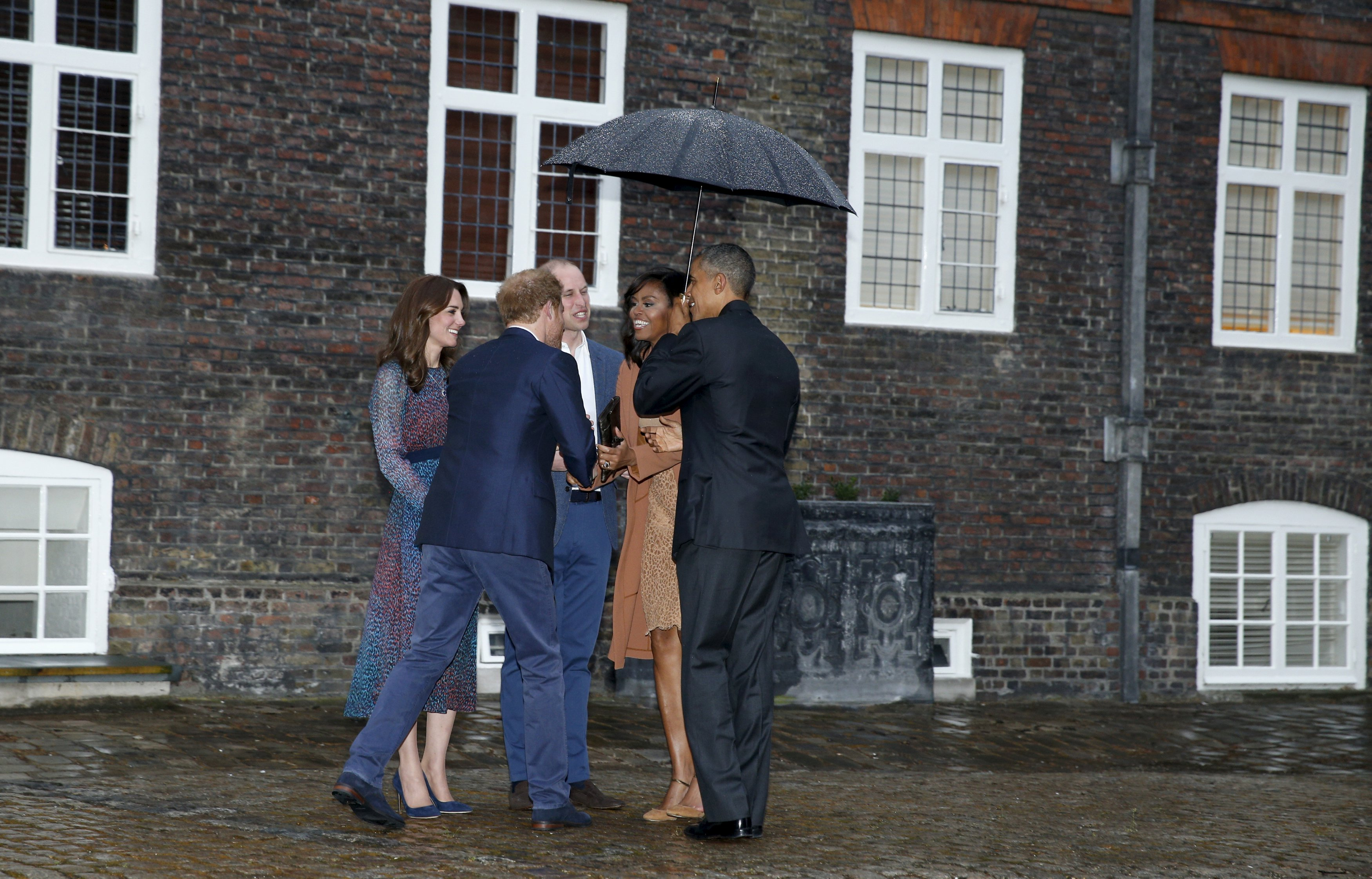 Obama meets with the Royal Family in London visit