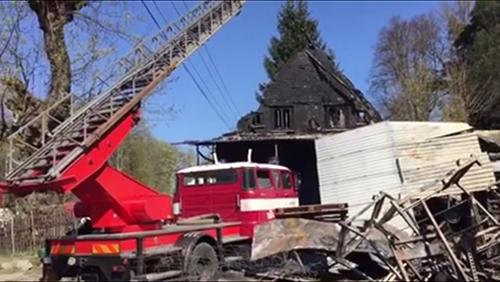 fire-destroys-vietnamese-market-near-czech-germany-border-1