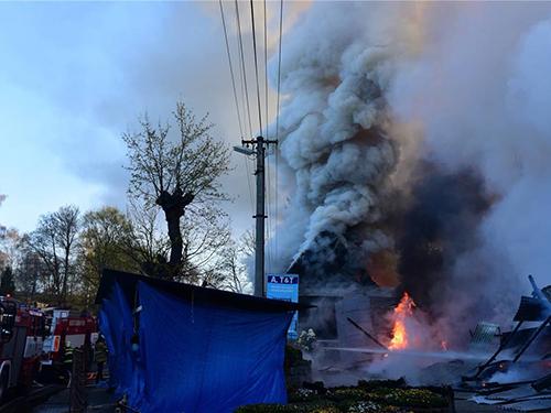 fire-destroys-vietnamese-market-near-czech-germany-border