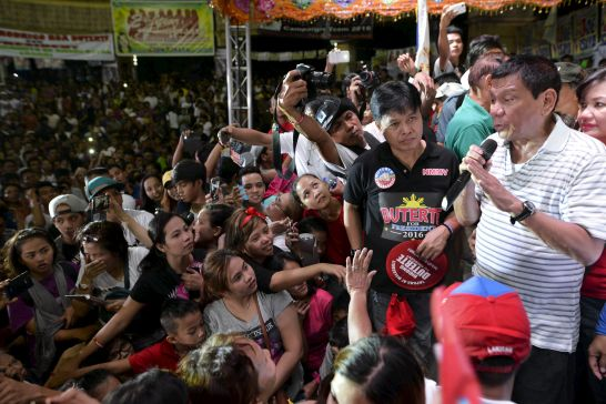philippine-presidential-candidate-widens-lead-after-rape-joke