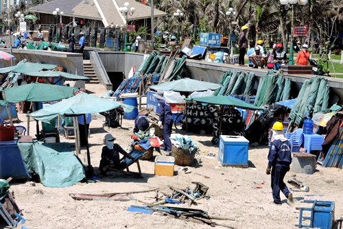 vung-tau-citizens-in-uproar-against-new-ban-on-beaches-food-sale