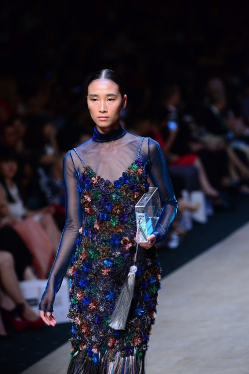 The collection also marked the first collaboration of a Vietnamese designer with a stylist, Hoang Ku, to present the show to audience. Hoang Ku brought a new wind to the collection with transparent futuristic accessories.