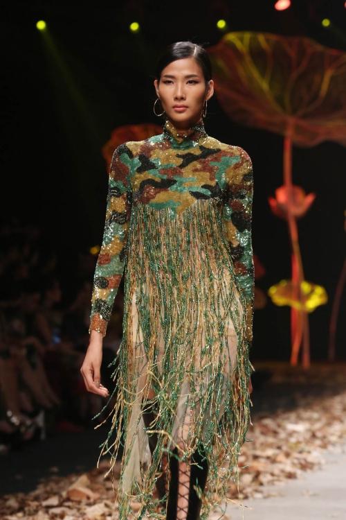 Dàn mẫu khoe nội y trong show của Lê Thanh Hòa
