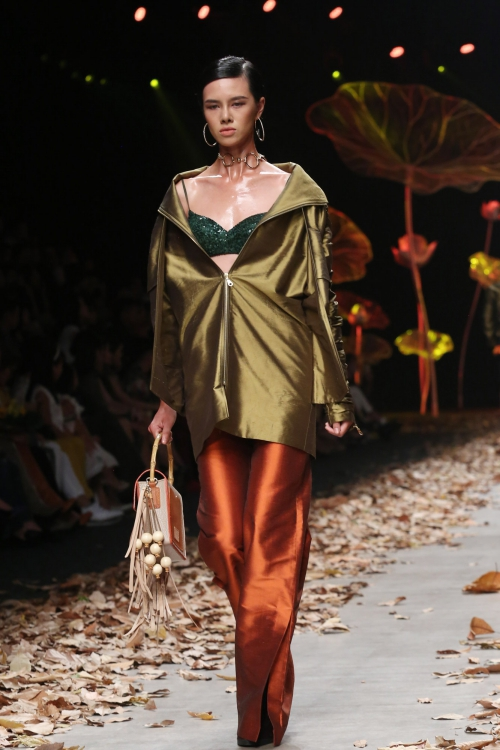 earth-tones-and-underwear-dominate-young-designer-collection-in-vietnams-fashion-week-2
