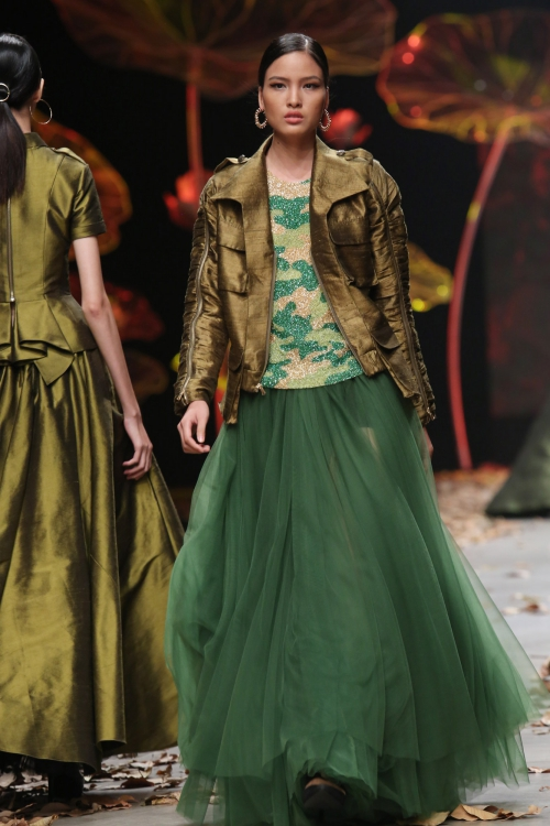 earth-tones-and-underwear-dominate-young-designer-collection-in-vietnams-fashion-week-6