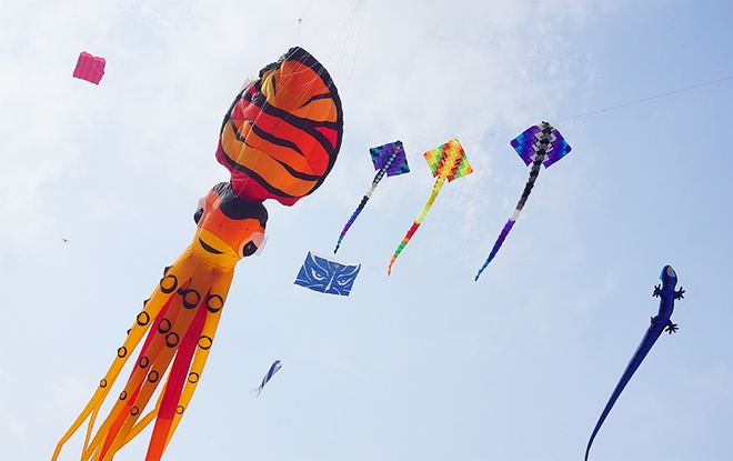 spectacular-kite-festival-takes-flight-in-hanoi