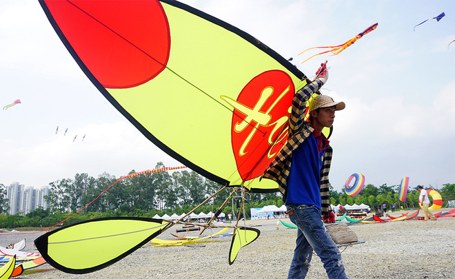 spectacular-kite-festival-takes-flight-in-hanoi-2