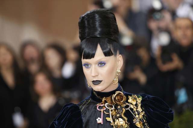 celebrities-and-elite-unleash-tech-themed-outfits-at-met-gala