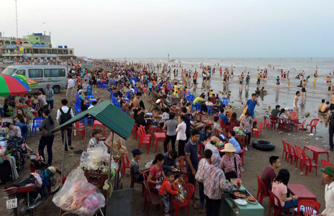 sandy-beach-turns-into-landfill-site-during-public-holiday-1