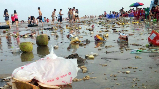sandy-beach-turns-into-landfill-site-during-public-holiday-3