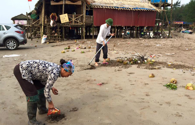 sandy-beach-turns-into-landfill-site-during-public-holiday-8