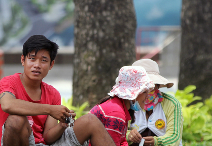 saigoneers-struggle-to-survive-in-burning-heat-6