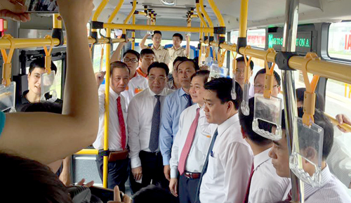 from-rail-to-air-new-bus-route-links-hanoi-transport-hubs-1