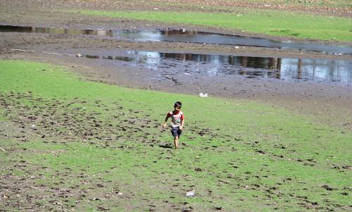 devastating-drought-vaporizes-vietnams-tourist-attraction