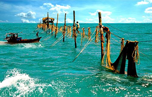 Fishermen risk their lives in ramshackle stilt houses at sea