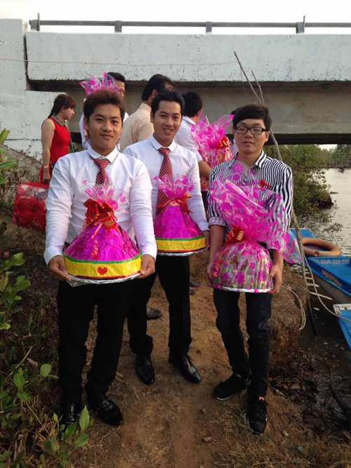Double take: Twins marry twins on same day in Ca Mau