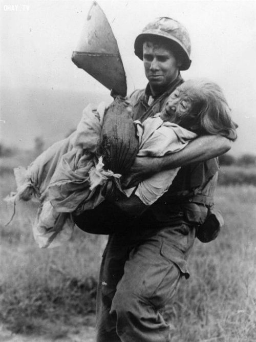 the-american-vietnam-war-compassion-between-bloodshed-and-bombs