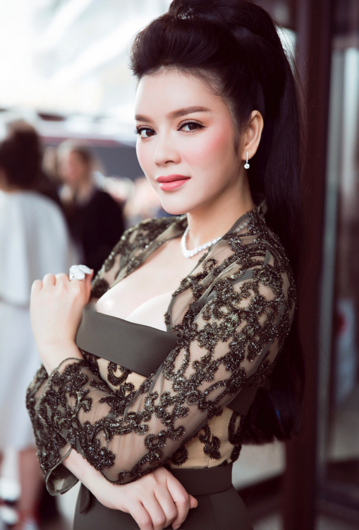 vietnamese-beauty-shows-up-in-high-fashion-attire-at-cannes-2016-3
