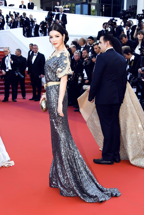 vietnamese-beauty-shows-up-in-high-fashion-attire-at-cannes-2016-9