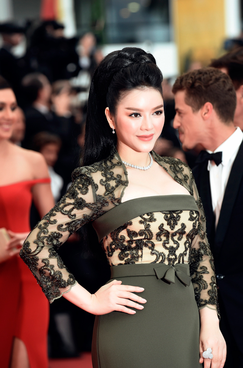 vietnamese-beauty-shows-up-in-high-fashion-attire-at-cannes-2016-4