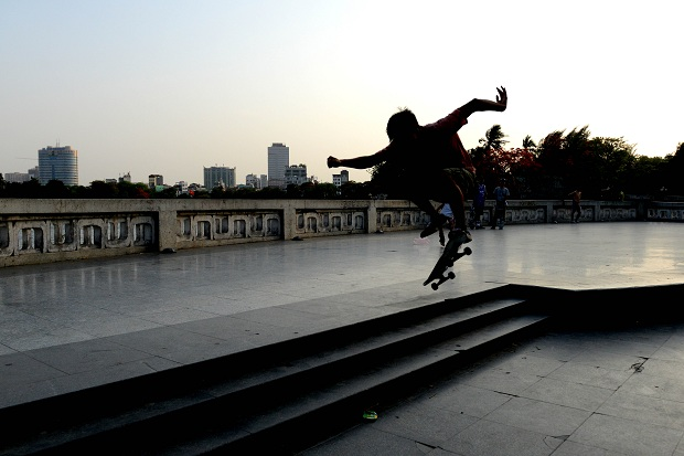 A young boy performing skateboard in Lenine's par