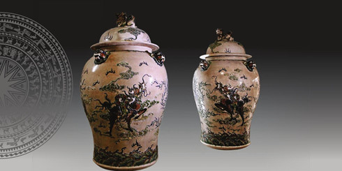 The pair of ornamental jars created by artist Pham Anh Dao. Photo by the Voice of Vietnam