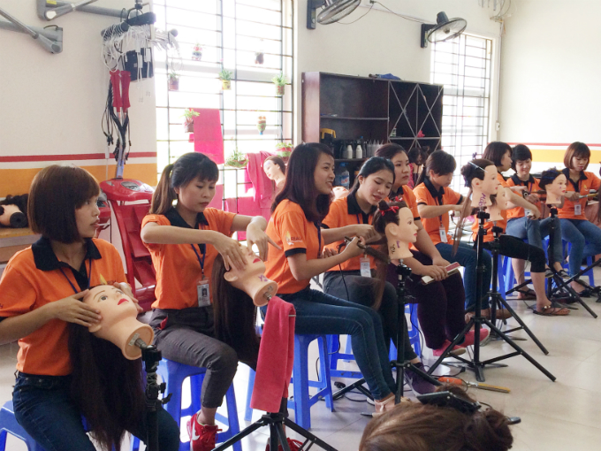 Hairdressing class at Reach. Photo by Lam Le