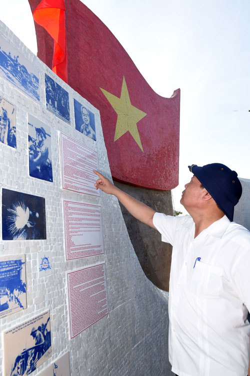 On the left of the wall are pictures of Vo Nguyen Giap and President Ho Chi Minh with the Vietnam Peoples Navy.