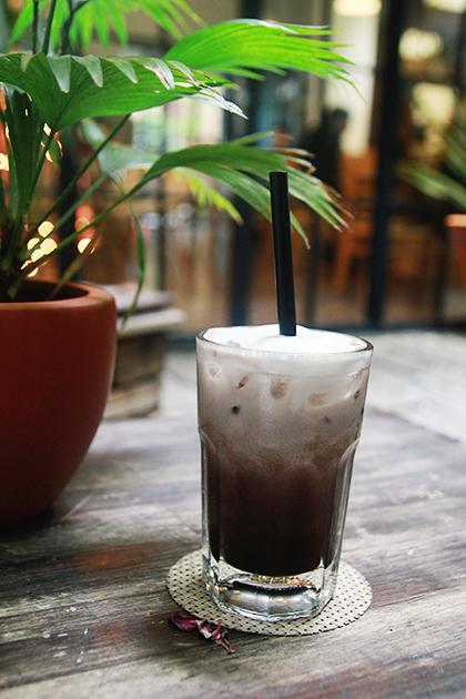 roasted-and-ground-10-places-that-make-the-coffee-map-of-saigon-5