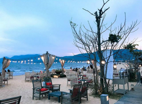 bars-on-the-beach-rocking-away-the-night-in-quy-nhon-7