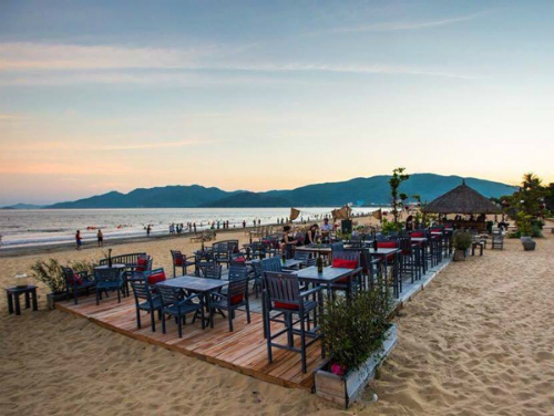 bars-on-the-beach-rocking-away-the-night-in-quy-nhon-2