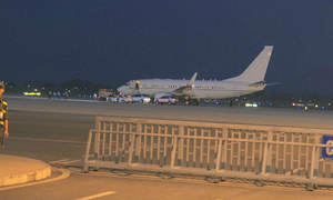 Secretary of State John Kerry arrives in Hanoi, Obama's Air Force One may land at Noi Bai at 9:30 p.m.