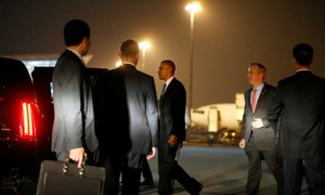 First snapshots of Obama in Hanoi