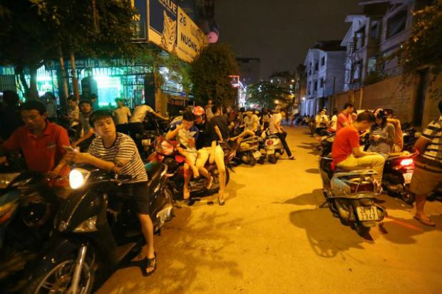 first-snapshots-of-obama-in-hanoi-4